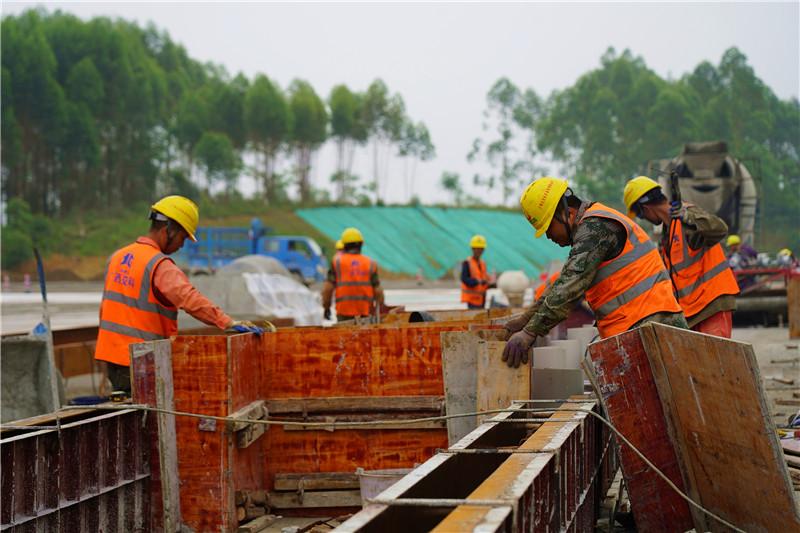 新柳南高速带动忻城经济高质量发展见闻
