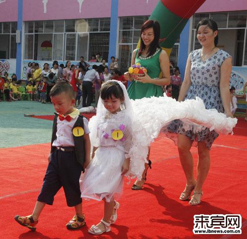 废旧物品时装之婚纱秀
