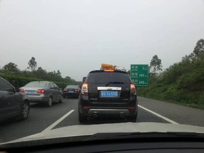 付华周)5月3日上午,记者从广西高速公路管理局来宾路政执法大队了解到