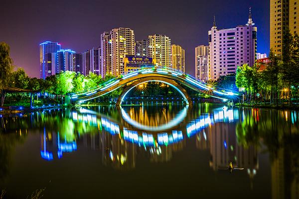 来宾市总面积13411平方公里,辖兴宾区,象州县,武宣县,忻城县,金秀瑶族